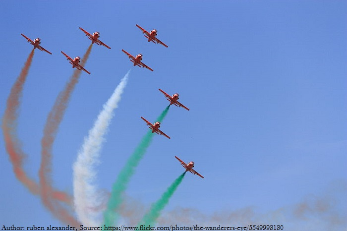 हवा में तिरंगा बनाते हुए भारतीय वायु सेना