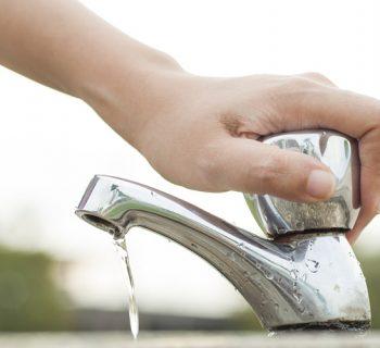 घर में उपयोग किए जाने वाले पानी को कैसे बचायें
